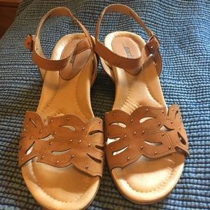 Earth brand sandals